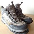 写真: 底が剥がれてしまった靴_02