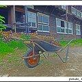 Photos: 山小屋と一輪車