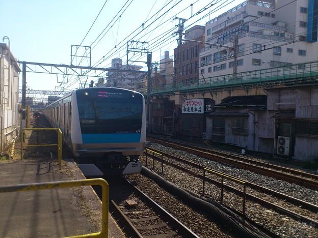 JR鶴見駅、右の高架は都会のローカル線鶴見線