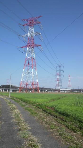 送電塔と青空
