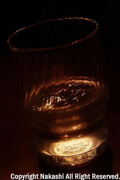 グラスにうつる明り
