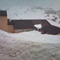 写真: まだまだ雪がいっぱい残ってます。