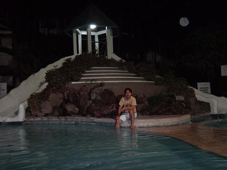 温泉プールのあるリゾート施設