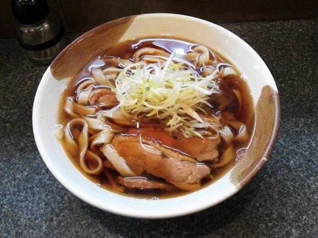 写真: 名古屋コーチンきしめん840円。