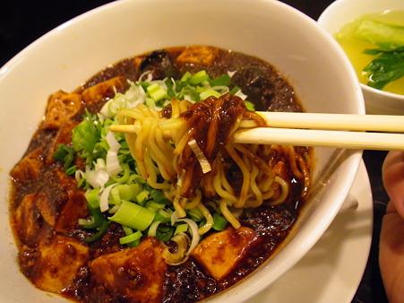 担担麺 龍馬軒 麻婆麺 麺アップ