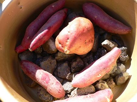 石焼き芋の鍋準備