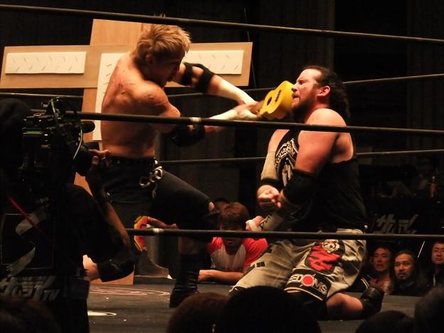 Photos: 竹田誠志vsMASADA  FREEDOMS 葛西純プロデュース興行 Blood X'mas 2011 (1)