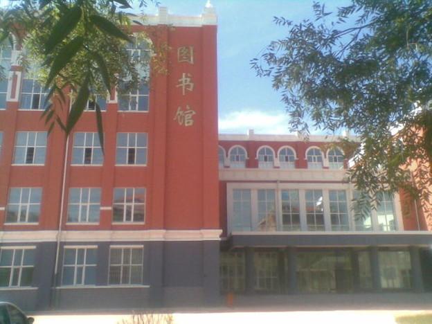龍外学院の図書館
