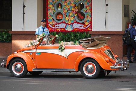 2012.03.10 ホーチミン市 新婚さんを待つ車
