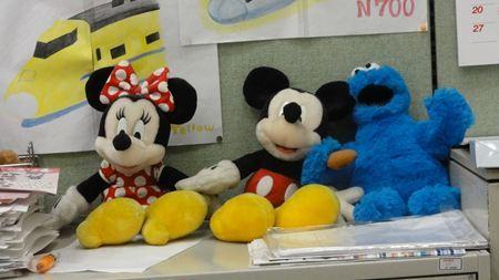 静岡駅新幹線切符売場にミッキーとミニーが_R