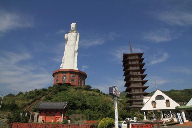 Photos: 110514-23四国中国地方ロングツーリング・淡路島・世界平和観音像と十重の塔