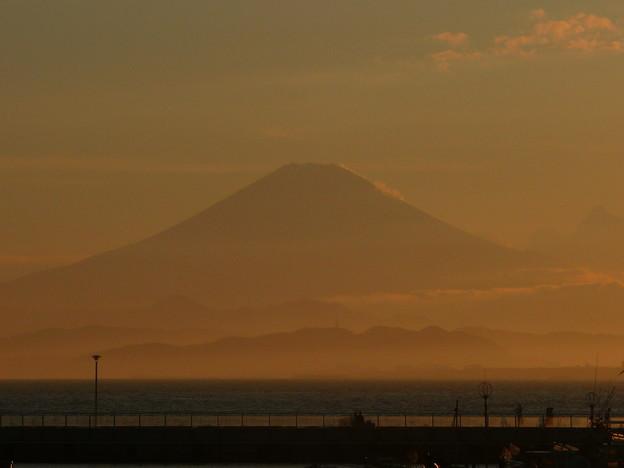 江ノ島大橋から夕焼けに染まる富士山2