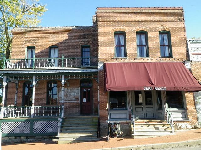 ミズーリ州ブラックウォーターの歴史的なアイアンホースホテル。