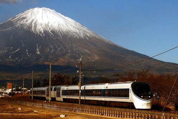 写真: 富士山と371系