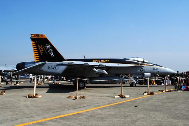 写真: F/A-18E VFA-27 ROYAL MACES