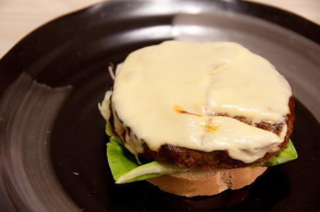 チーズハンバーグ!