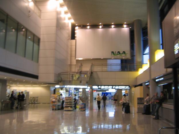 NRT Arrival Lobby 2011-11-11 1539