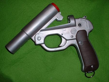 画像…手持ち 癌 住吉(頑 住吉)氏 原型製作 レジンキット「ドイツ軍正式信号拳銃 LP-42」のバレルを 起こ (1)