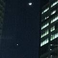 Photos: 摩天楼に浮かぶ三日月